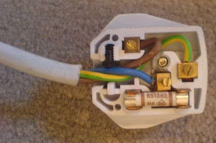 Live and neutral reversed - not how to wire a plug